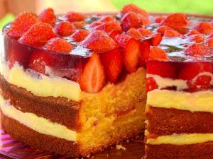 大量の苺が乗ったケーキ