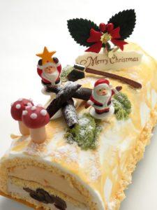 サンタの砂糖菓子が乗った、ブッシュ・ド・ノエル