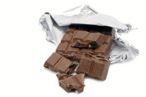 アルミニウムで包まれたチョコレート